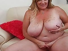 Fat pale blonde momma sticks huge sex toy up ger taco