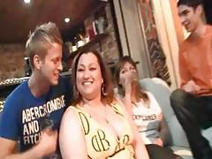BBW gets naked and gives head