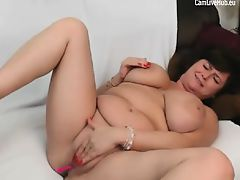 mom playing on cam live on CamLiveHub masturbating webcam st